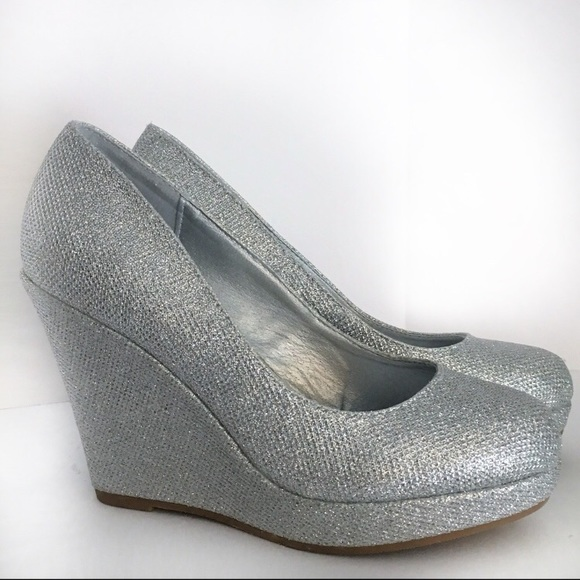 5d026051001 Silver Sparkly Wedge Heels - Size 6 Dream Pairs